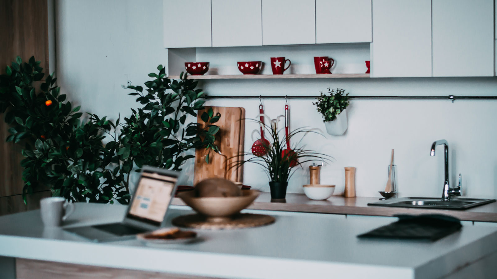 Christmas kitchen staging tips